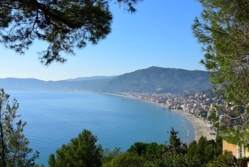 Vacanze ad Alassio: cosa fare, perché scegliere questo borgo